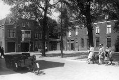 Gezicht op het pleintje aan het einde van de 1e Daalsedijk te Utrecht met links de voorgevels van de huizen nrs. 292-296, vanaf de hoek met de Amsterdamsestraatweg.1942