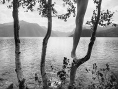 Esse Fotógrafo Usa Seu Próprio Corpo Para Criar Mundos Surreais.