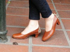 Low heel leather shoes / handmade women shoes in por LaMoraZapatos