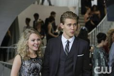 'The Carrie Diaries' Season Finale: Is Carrie Moving to Cali? (Exclusive Clip): Photo Sebastian (Austin Butler) and Carrie (AnnaSophia Robb) have a serious convo about moving across the country together in this exclusive clip from this week's Carrie… The Durrells In Corfu, Famous In Love, The Carrie Diaries, Run To You, Austin Butler, Annasophia Robb, Jane The Virgin, Herve, Carrie Bradshaw