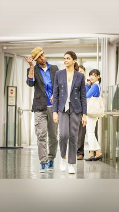 Deepika Padukone 😍 😍 Bollywood Celebrities, Bollywood Actress, Deepika Padukone Style, Dress Indian Style, Wonderful Picture, Cuffed Pants, Indian Actresses, Cotton Dresses, Chemistry