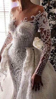 Magnifique sculpture de textile pour une robe au plus près du corps. #textile #fashion Long Sleeve Wedding, Wedding Dress Sleeves, Dream Wedding Dresses, Wedding Dress Styles, Bridal Dresses, Wedding Gowns, Tulle Wedding, Dresses Dresses, Backless Wedding