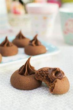 Λαχταριστά σοκολατένια μπισκότα με 3 υλικά! Nutella Deserts, Nutella Oreos, Nutella Cookies, No Bake Cookies, Cake Cookies, Bakery Recipes, Sweets Recipes, Cookie Recipes, Croissants