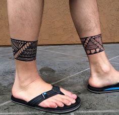 ⏩Chubster tattoo inspirations - Idée tatouage homme ⌨️tags for : - Bein Band Tattoos, Foot Tattoos, Body Art Tattoos, Sleeve Tattoos, Tattoos For Guys, Maori Tattoos, Polynesian Tattoos, Ankle Band Tattoo, Leg Tattoo Men