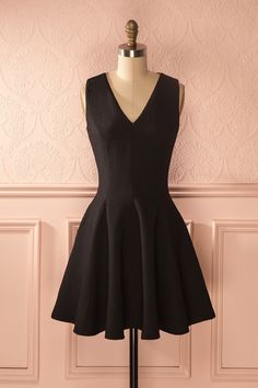 Toute femme a besoin d'une jolie robe noire dans sa garde-robe ! Every woman…