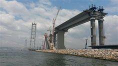 Dünyanın en büyük asma köprüleri arasında 4'üncü olan İzmit Körfez Geçişi Asma Köprüsü'nün ilk tabliyesi bugün yerleştirilecek. Karayolları Genel Müdürlüğü tara...