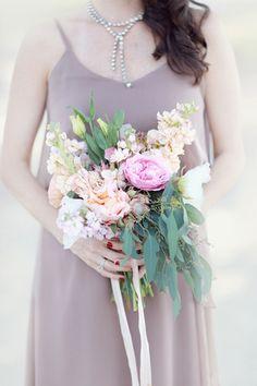 pink, peach, and green garden bouquet | Simply Bloom #wedding
