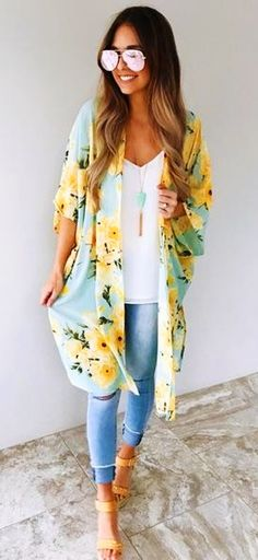 summer outfits Blue Floral Kimono White Top Ripped Skinny Jeans