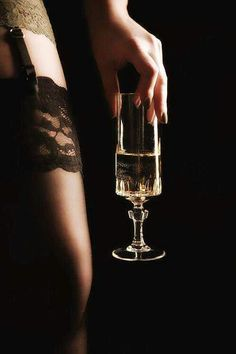 """""""There comes a time in every woman's life when the only thing that helps is a glass of champagne. Look Fashion, Fashion Beauty, Ladies Fashion, Transférer Des Photos, Grand Noir, Champagne, Woman Wine, Mode Editorials, Boudoir Photography"""