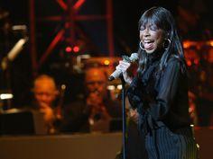 A cantora Natalie Cole durante apresentação em Los Angeles, em maio de 2015  (Foto: Imeh Akpanudosen/Getty Images/AFP)
