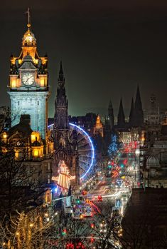 La noche en Edimburgo, Escocia. ¿Por que no visitar Edimburgo este año? Night Lights, Edinburgh, Scotland - Why you need to visit Edinburgh this year.