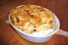 Scheiterhaufen – Rezept This casserole is clearly from grandma`s kitchen. The recipe pyre is baked with rolls, apples, raisins and cinnamon. Cheese Stuffed Chicken, Baked Chicken, Bread Recipes, Cooking Recipes, German Baking, Apple Bread, Sweet Bread, Nutella, Sweet Recipes