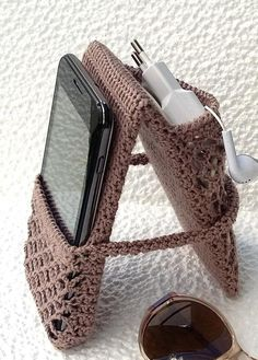 New Designs for FREE crochet bag pattern images Easy And Stylish! - Page 61 of 61 - Beauty Crochet Patterns! Crochet Case, Crochet Phone Cases, Love Crochet, Crochet Gifts, Beautiful Crochet, Crochet Stitches, Crochet Patterns, Cross Stitches, Diy Crochet