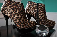 I own this EXACT pair of booties. I got mine at Lulus.com<3