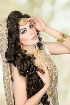 """Low Messy Chignon for Short Hair - 40 Best Short Wedding Hairstyles That Make You Say """"Wow!"""" - The Trending Hairstyle Pakistani Bridal Hairstyles, Saree Hairstyles, Pakistani Bridal Dresses, Kashees Hairstyle, Hairstyle Ideas, Hair Styles 2016, Short Hair Styles, Stylish Short Haircuts, Lavender Hair"""