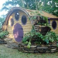 Hobbit Hole playhouses, chicken coops, doghouses, more! - Wooden Wonders' Hobbit Holes Bring the Magic of Middle-earth to Your Yard Cubby Houses, Play Houses, Hobbit Playhouse, Kid Playhouse, Backyard Playhouse, Earthship, Little Houses, Fancy Dog Houses, Small Houses