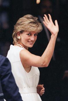Princess Diana Hair, Princess Diana Family, Princes Diana, Princess Kate, Princess Of Wales, Lady Diana Spencer, Prince Charles, Diana Haircut, Elizabeth Ii