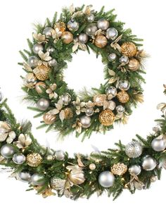 Here are 35 gold Christmas decorations and gold holiday decor. Here are some tips on how to decorate for the holidays with gold Christmas decor. Silver Christmas Decorations, Silver Christmas Tree, Christmas Swags, Artificial Christmas Wreaths, Holiday Wreaths, Gold Wreath, Wreaths And Garlands, Diy Weihnachten, Decor Ideas