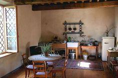 I love this quaint kitchen.