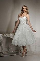 Super elegante korte bruidsjapon, o.a. verkrijgbaar bij D'amore bruidsmode - vestiging Arnhem