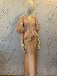 Model Dress Kebaya, Kebaya Modern Dress, Dress Muslim Modern, Muslim Dress, Traditional Dresses Designs, Traditional Fashion, Simple Dresses, Pretty Dresses, Kebaya Lace