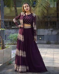 Party Wear Indian Dresses, Designer Party Wear Dresses, Indian Gowns Dresses, Indian Bridal Outfits, Indian Fashion Dresses, Dress Indian Style, Indian Designer Outfits, Wedding Dresses, Gowns For Party