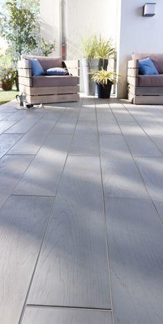 Modernité et élégance s'invitent sur votre terrasse avec cette lame en pierre calcaire de Bourgogne reconstituée. Son imitation bois chêne apportera une touche déco résolument tendance et lumineuse à votre sol.