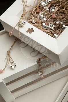 Sipmle and chic girl's martyrika - witness pins Little Princess, Christening, Fascinator, Bracelets, Diy Bracelet, Decorative Boxes, Creative, Gold, Gifts