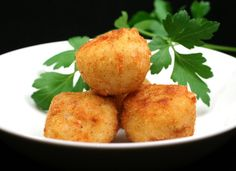 Bolas de arroz con jamón y queso para #Mycook http://www.mycook.es/cocina/receta/bolas-de-arroz-con-jamon-y-queso