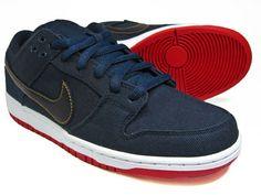 Levi´s Jeans an sich sind ja schon cool. Jetzt hat man sie mit einem Nike SB Dunk Low kombiniert und einen genialen Sneaker geschaffen. Mehr darüber erfahrt ihr hier: www.numelo.com/blog/2012/08/02/levis-nike-sb-dunk-low-obsidian/