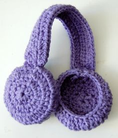 Crochet this earmuff headband or use it as a headphone cover. Pattern by Sara in Akko.