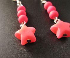 Boucle d'oreilles rave étoile rose de la boutique TheAsaliahShop sur Etsy