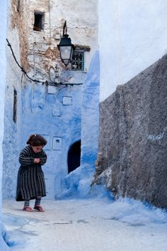 travelingcolors:    Little girl in Tetouan | Morocco (via poeticethic)