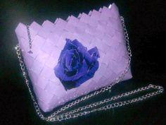 - ReCyklisten: Lilla rose. En #læser på min #blog havde #brug for en #lilla #skuldertaske til et bryllup i #Spanien og hun ville gerne have sin taske #helt #unik // #Sammen kom vi frem til dette #design med en #enkelt #rose // #kæde hank #motivflet #flettet #papir #bestildinegen candywrapper // A reader of my blog needed a purple purse for a wedding in spain // This is the result of our ideas