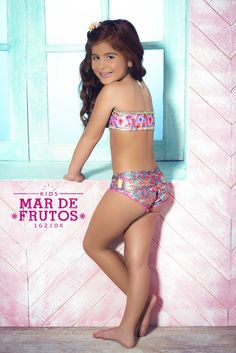This mar de Frutos bikini from Mar de Rosas is even more breath-taking in children's sizes. This designer set is for that little fashionista that wants to make a statement just like her mommy. #designer