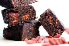 Five Ingredient Protein Pow Raw Protein Brownies Raw Protein, Low Carb Protein Bars, Protein Bar Recipes, Protein Snacks, Protein Pow, Protein Bites, All You Need Is, Low Carb Desserts, Dessert Recipes