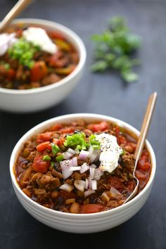This Turkey Chorizo Hatch Chili is hearty, but healthy. Turkey chorizo, black beans, fire roasted tomatoes make this chili an 11/10 situation.