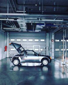 1984-1987 | Peugeot 205 T16 | Design by Pininfarina | Photo by Marcus Krüger 309 Gti, 205 Turbo 16, Fiat Abarth, All Cars, Transportation Design, Dream Garage, Peugeot 205, Courses, Super Cars