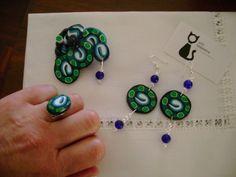 Conjunto de alfinete, brincos e anel construídos manualmente!