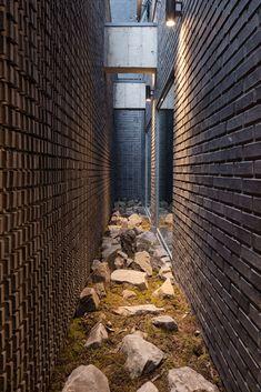 Galería de Tiras rojas de espejo / Wise Architecture - 10
