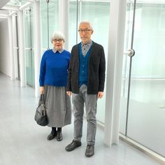 8,261 отметок «Нравится», 295 комментариев — bon_pon (@bonpon511) в Instagram: «コートを脱いだら青コーデ。 bonのニットジャケット&カーディガンとponのセーター全てユニクロ。 #couple #over60 #fashion #coordinate #outfit…»