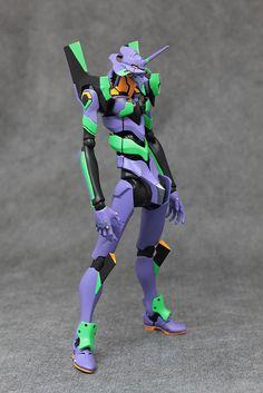 Espectacular figura articulada del mítico Eva-01, en la edición Robot Damashii de Bandai