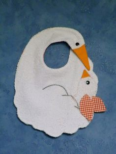 Original Swan hand made bib Sewing Crafts, Sewing Projects, Baby Barn, Baby Bibs Patterns, Bib Pattern, Patchwork Baby, Baby Towel, Baby Crafts, Baby Sewing