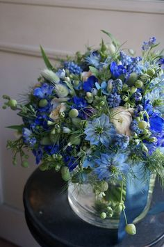 Small blue Papa's flowers to give to Gma with a hanky Blue Flower Arrangements, Flower Centerpieces, Deco Floral, Floral Design, Wedding Bouquets, Wedding Flowers, Blue Wedding, Blue Bouquet, Planting Flowers