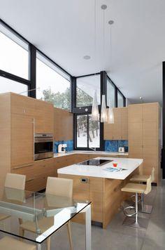 Offene Küche Aus Hellem Holz Und Interessantes Design Der Küchenwand