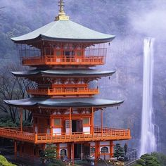 With who would you love to visit Nachi Falls? Tag a friend. #expatvibes #nachikatsuura