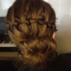 Morgan did this to my hair todayy<3 shes amazinggg(: thanks morg !