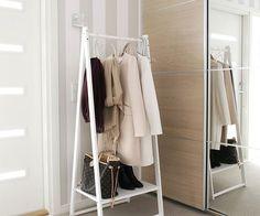 Hallway detail Blogini uusimmassa postauksessa esittelen tämän eteisen vaaterekki-idean! Kivaa lauantaita! #hallway #eteinen #home #interior #homedecor