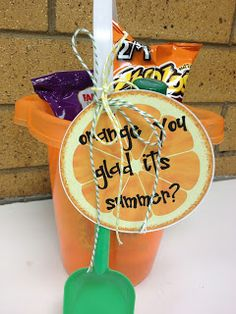 Summer Gifts For Students - Larcie Bird: graduation/summer {gift ideas} - Summer 2019 Trends Get Well Gifts, Cool Gifts, Diy Gifts, Cheap Gifts, Presents For Her, Xmas Presents, Student Gifts, Teacher Gifts, Gift Suggestions
