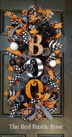 Halloween swag wreath for front door. If you love Halloween this is the perfect wreath to dress up your front door! Diy Halloween Decorations, Spooky Halloween, Holidays Halloween, Halloween Crafts, Christmas Decorations, Halloween Deco Mesh, Diy Halloween Wreaths, Diy Halloween Reef, Halloween Stuff